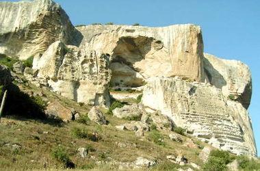 В Крыму турист сорвался со скалы