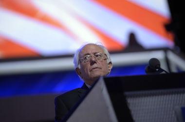 Сандерс призвал своих сторонников голосовать за Клинтон, назвав Трампа демагогом