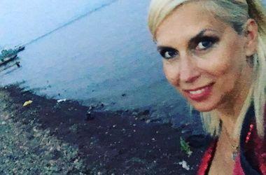 53-летняя Алена Свиридова поделилась селфи в бикини (фото)