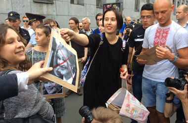 """В России прошли митинги против скандального """"пакета Яровой"""""""