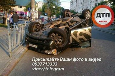 В Киеве на Подоле столкнулись две легковушки, есть пострадавшие