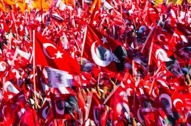 Мэр Стамбула распорядился хоронить погибших участников мятежа на