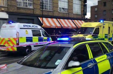 Полицейский автомобиль протаранил пиццерию в Лондоне