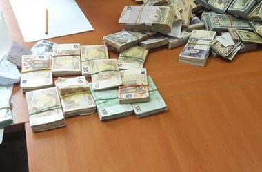 Во время обыска в райуправлении ГУ ГФС нашли огромные суммы валюты - Холодницкий