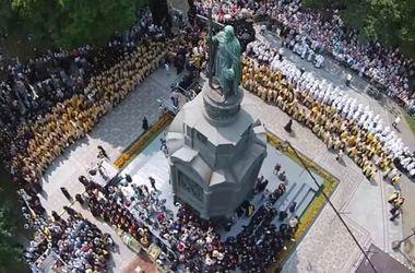 Яркие кадры Крестного хода в Киеве с воздуха