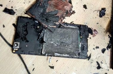 Смартфон Xiaomi взорвался в руках пользователя