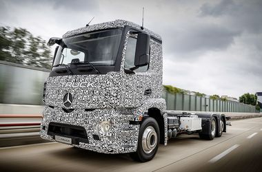 <p><span>Urban eTruck. Везет 26 тонн при запасе хода до 200 километров</span></p>