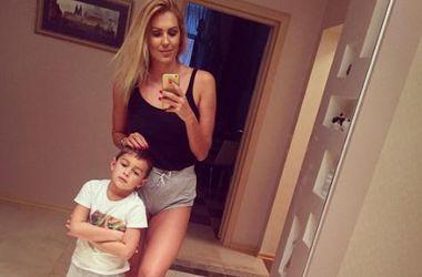 Сын Яны Клочковой попал в больницу после падения с самоката
