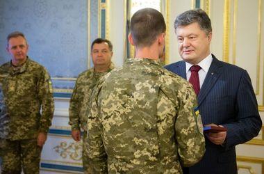 Порошенко вручил награды спецназовцам
