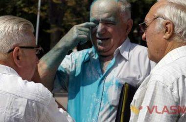 В Виннице облили зеленкой сторонников кума Путина