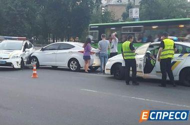 В Киеве спешка полицейского авто под знак