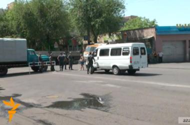 В Ереване в районе захваченного полка полиции стрельба и взрывы