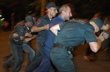 Захватившие здание полиции в Ереване решили сдаться