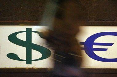 В банках Украины падает курс доллара