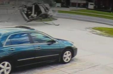 Шокирующее видео: автомобиль перевернулся около 10 раз
