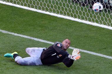 Знаменитый вратарь в штанах Габор Кирай завершил карьеру в сборной Венгрии