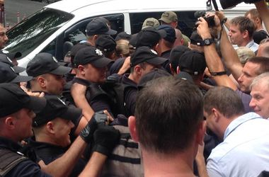 """В Одессе возле санатория """"Лермонтовский"""" произошла масштабная потасовка"""
