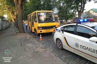 Пьяный водитель маршрутки во Львове устроил два ДТП