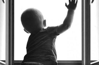 В Львовской области ребенок выпал из окна 8-этажа
