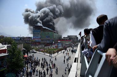 В Кабуле мощно горит 7-этажный торговый центр