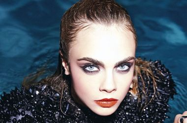 23-летняя модель Кара Делевинь плачет каждый день