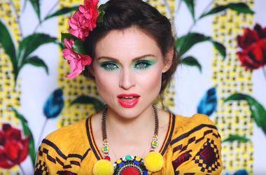 Известная британская певица примерила вышиванку в новом клипе