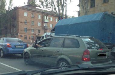 В Украине запечатлели необычного автолюбителя