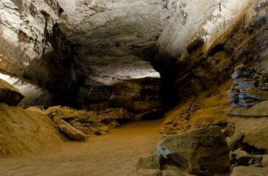 В России во время экскурсии в пещерах пропал 10-летний мальчик