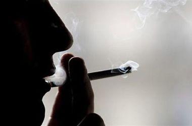 Ученые доказали, что курение уменьшает пенис