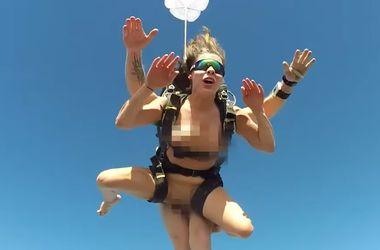 Видеошок: российская порнозвезда прыгнула голой с парашютом