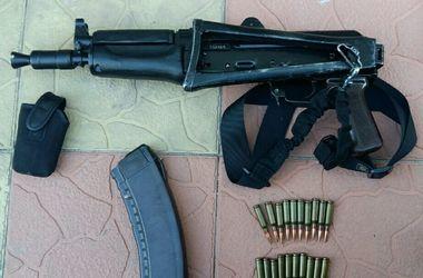 В Киеве полиция изъяла у мужчины автоматы, гранаты и патроны