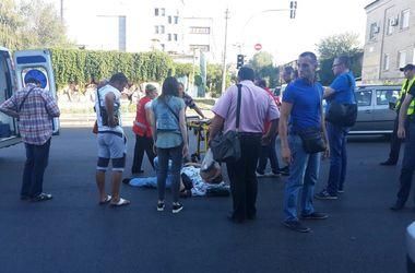 """В Киеве """"легковушка"""" сломала ноги пешеходу"""
