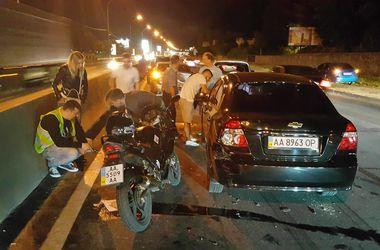 В Киеве произошло крупное ДТП с участием пяти авто и мотоцикла