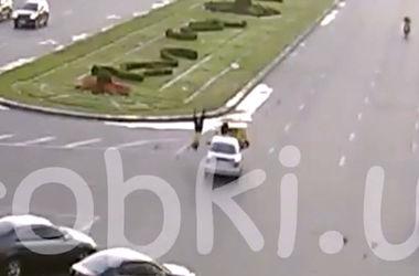 В Киеве развозчик пиццы взлетел в воздух после столкновения с авто