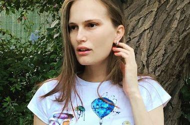 Топ-модель Алла Костромичева отправилась на прогулку в платье за 1500 гривен (фото)