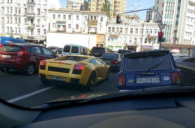 """В центре Киева в аварию попал элитный """"Ламборждини"""""""