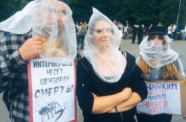 """В Москве на митинг против """"пакета Яровой"""" пришли более 2 тысяч человек"""