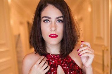 Певица Маша Собко в платье за 11 тысяч гривен блеснула бюстом (фото)