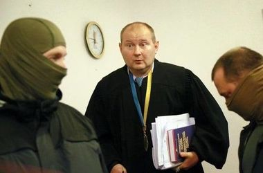 Судья-взяточник Чаус сбежал - Береза