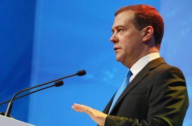 """Медведев назвал преступлением против государства и народа РФ """"диверсию"""" в Крыму"""