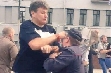 В Москве напали на участников митинга против войны в Украине, избили даже полицию