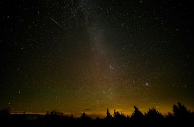 Невероятные фото: звездопад раскрасил ночное небо яркими красками