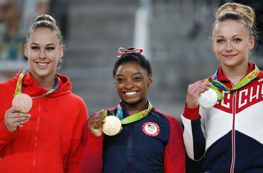 Американка Симона Байлз завоевала третью золотую медаль Олимпиады-2016