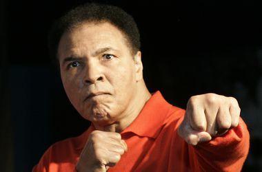 Перчатки Мохаммеда Али продали на аукционе почти в два раза дешевле, чем ожидалось