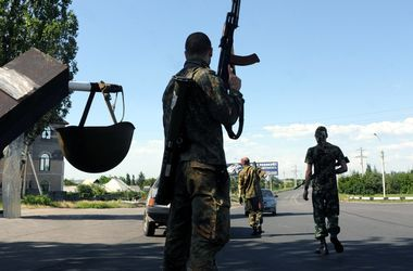 Боевики стягивают танки и САУ