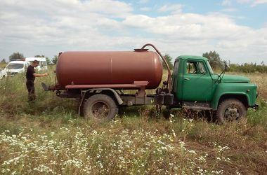 В Львовской области нечистоты сливали прямо в поле