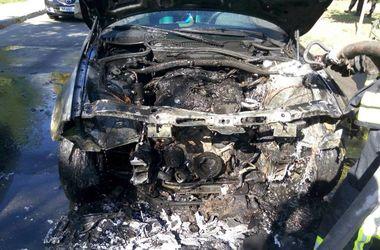 В Киеве на дороге вспыхнула иномарка