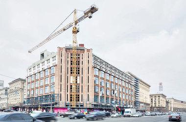 На стройплощадке ЦУМа в Киеве работник сорвался с 15-метровой высоты