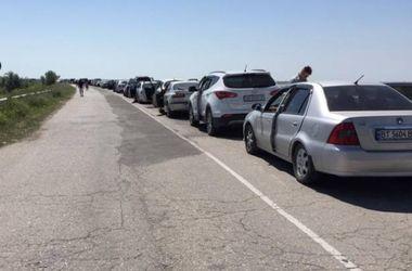 На границе Украины в очереди стоят более 1,5 тысячи автомобилей