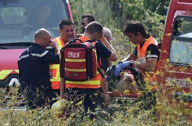 Во Франции из-за упавшего на рельсы дерева произошло крушение поезда